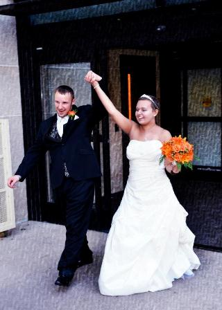 Scott Shelly and new bride, Courtney Sprenkle, who passed away on Dec. 2 after celebrating her dream wedding at Penn State Hershey on Nov. 10.